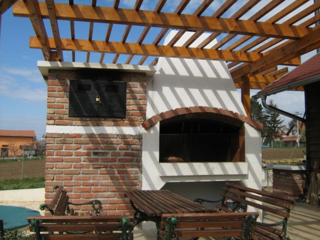 Roštilj, Pizza-Peć i Sušara Guliver